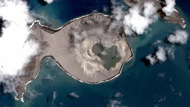 "Blich auf den Vulkan Hunga Tonga-Hunga Ha""apai aus dem Weltall (Bild: CNES Distribution Airbus DS)"