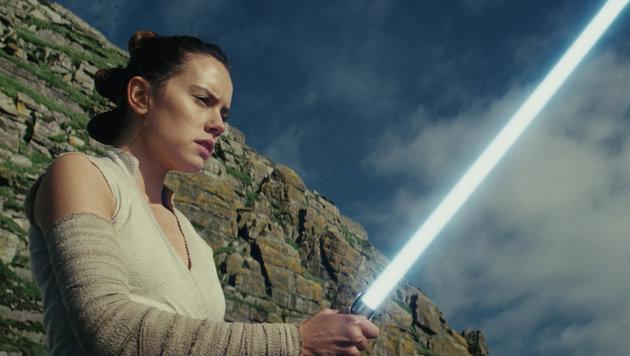 Rey (Daisy Ridley) wird in den Künsten der Macht unterrichtet. (Bild: Lucasfilm)