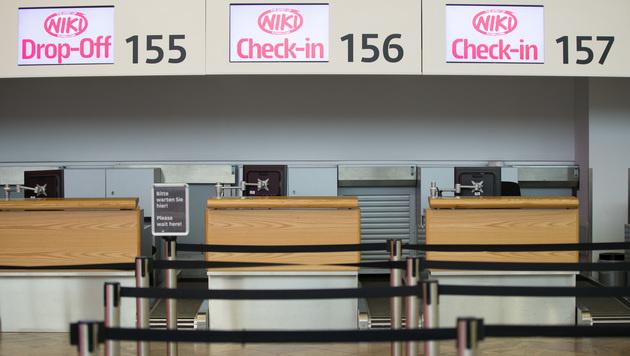 Leere Check-in-Schalter von Niki am Flughafen Wien (Bild: APA/GEORG HOCHMUTH)