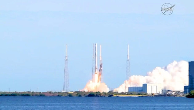 """""""Dragon""""-Frachter zur Raumstation ISS gestartet (Bild: NASA TV)"""