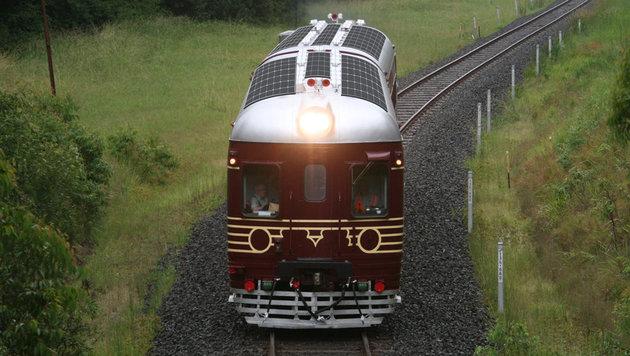 Die Solarzellen am Dach haben eine Leistung von 6,5 Kilowatt und laden den Zug beim Fahren auf. (Bild: http://byronbaytrain.com.au)