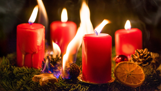 Advent, Advent - der trockene Kranz brennt! (Bild: eyetronic/stock.adobe.com)