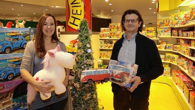 Heidemarie und Michael Heinz betreiben eines der ältesten Spielwarengeschäfte in Wien. (Bild: Groh Klemens)