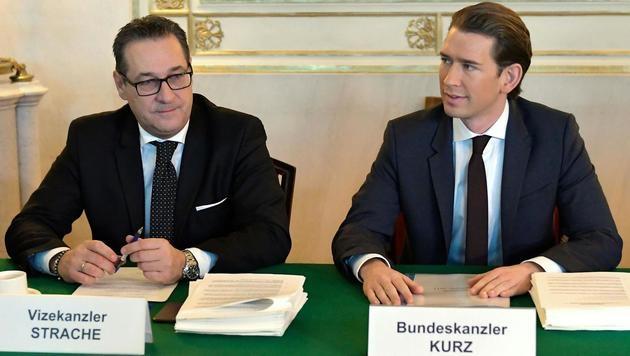 Erster Ministerrat: Bundeskanzler Sebastian Kurz (ÖVP) und Vizekanzler Heinz-Christian Strache (FPÖ) (Bild: APA/HERBERT NEUBAUER)
