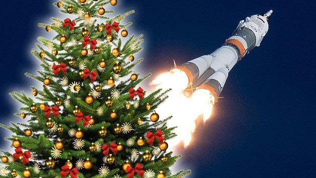 """Sojus""-Kapsel bringt auch Christbaum zur ISS (Bild: NASA/Joel Kowsky, stock.adobe.com, krone.at-Grafik)"