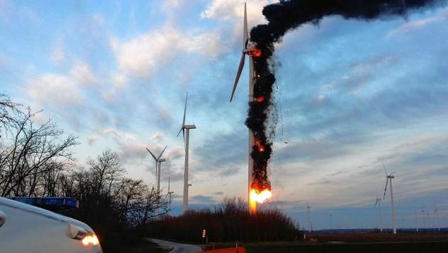 """Windrad im Burgenland brannte: 2 Schwerverletzte (Bild: """"Krone""""-Leserreporter)"""