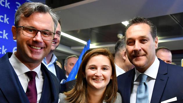Marlene Svazek mit Norbert Hofer und Heinz-Christian Strache (Bild: APA/BARBARA GINDL)