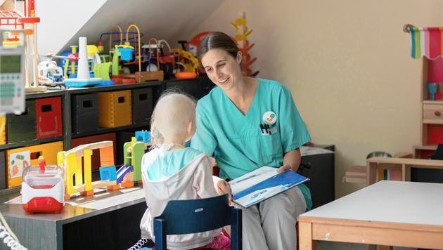 600 Mitarbeiter arbeiten daran, dass es jungen Krebskranken schnell wieder gut geht. (Bild: St. Anna Kinderspital)