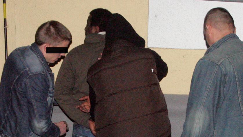 Drogendealer besetzen jetzt U6-Bahnsteige  (Bild: Andi Schiel, Kronen Zeitung)