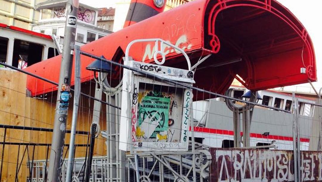 Einst Party-Spot, jetzt versandeltes Schiffswrack  (Bild: City4U)