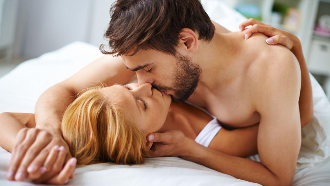 Wer landet öfter im Bett?  (Bild: thinkstockphotos.de)
