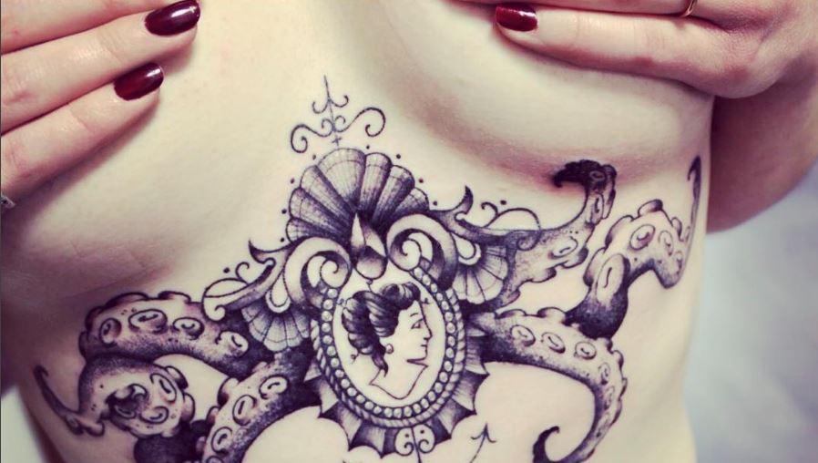 Underboob-Tattoos sind Trend  (Bild: instagram.com/imadginphoto)