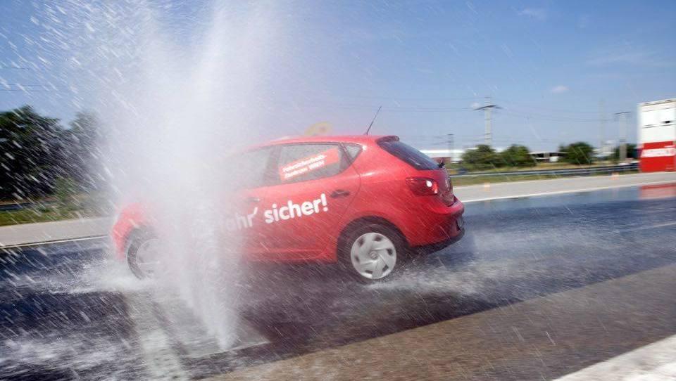 Fahrsicherheitstraining: Schleudern für Anfänger  (Bild: ARBÖ)
