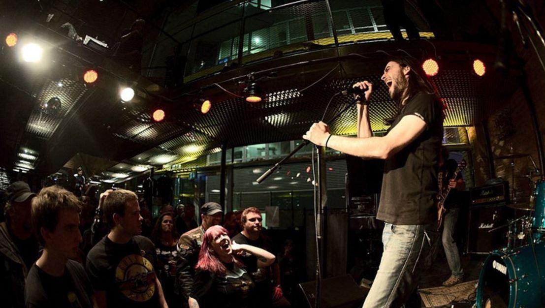 Stammgäste retten ihr Musiklokal mit Crowdfunding  (Bild: Local/Florian Auer)