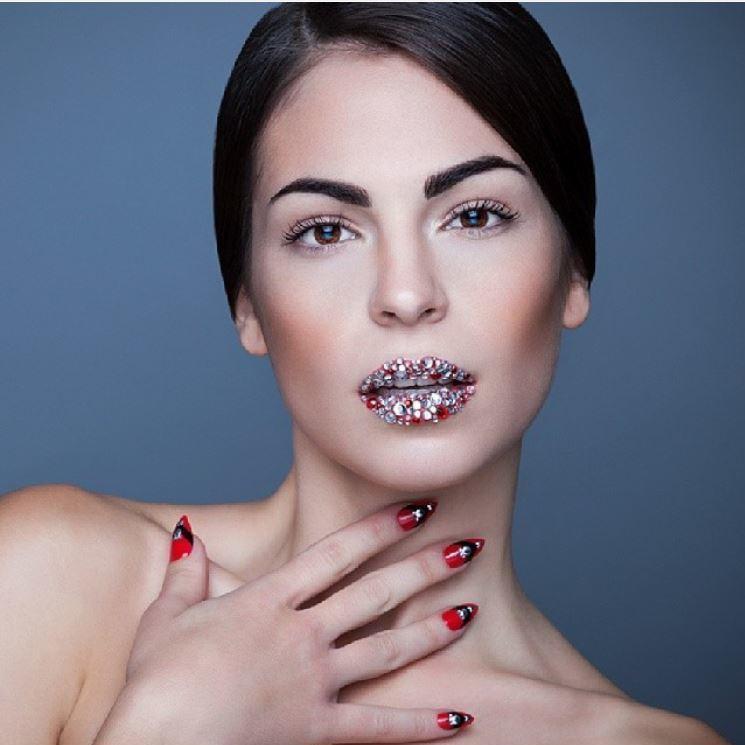 Neuer Beauty-Trend: Edelstein-Lippen (Bild: instagram.com/boogienailsofficial)