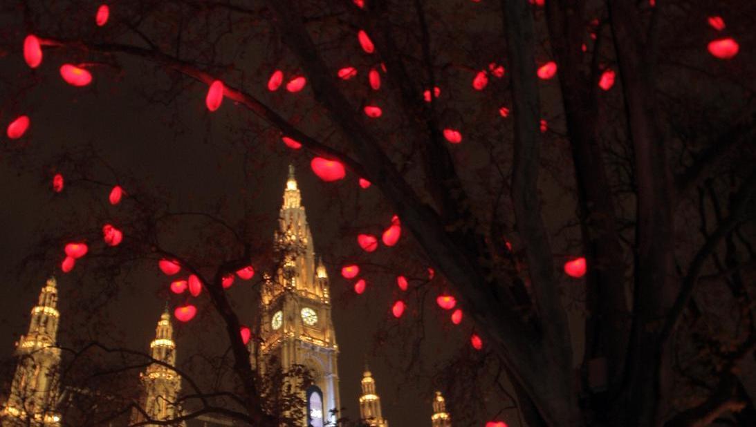 Darum ist Liebe am Christkindlmarkt heuer verboten  (Bild: APA)