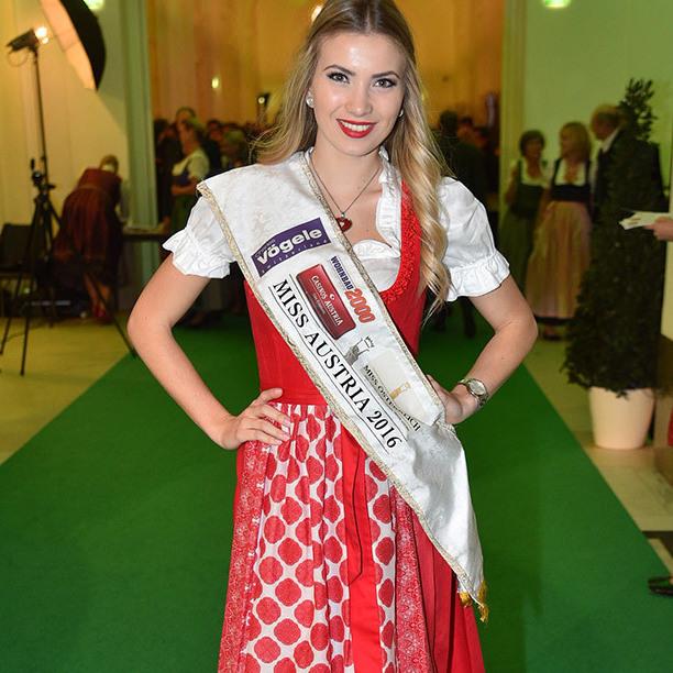 Prächtig in Tracht: Miss Austria beim Steirerball (Bild: Andreas Tischler)