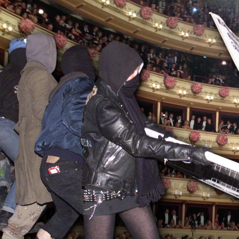 Kommunisten demonstrieren gegen den Opernball (Bild: Wikimedia, Kronen Zeitung)