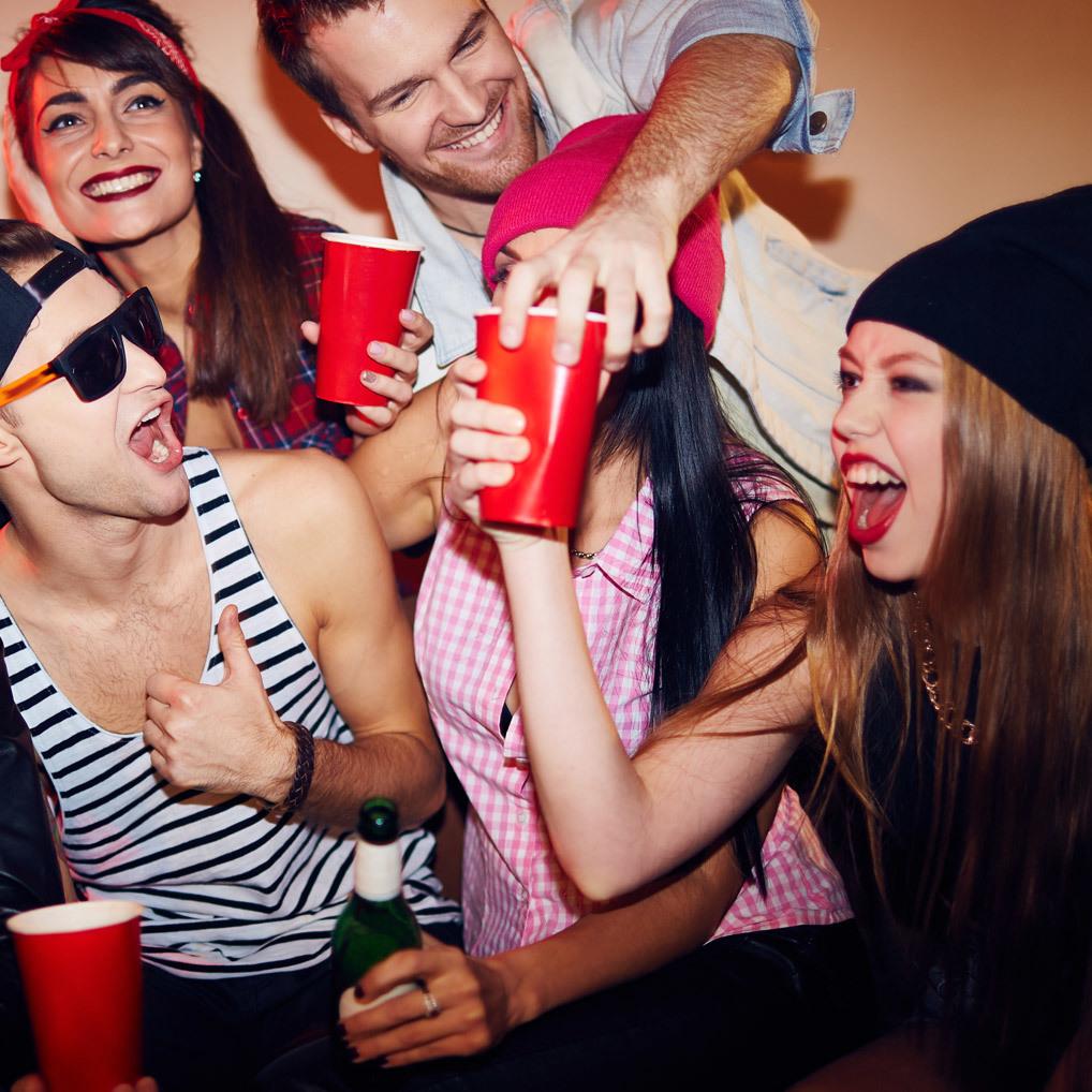 So überlebt ihr die Uni trotz Partystress! (Bild: thinkstockphotos.de)