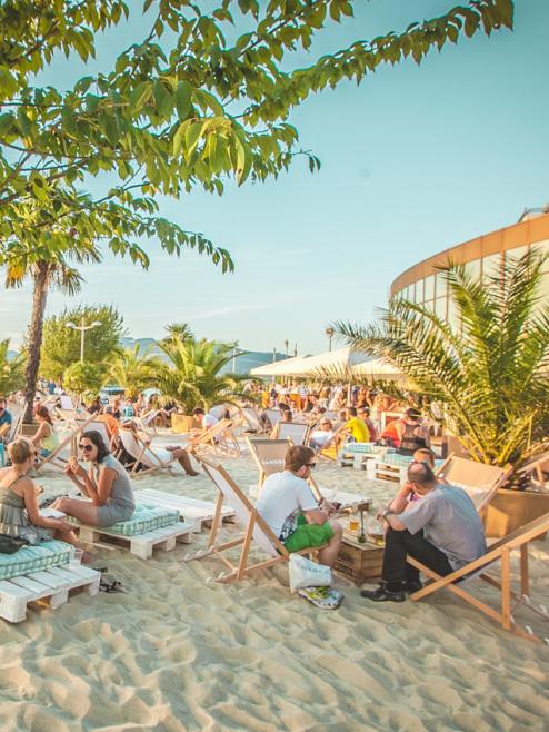 Holt die Bikinis raus: Die Beach-Clubs sperren auf (Bild: © Philipp Lipiarski / www.goodlifecrew.at)