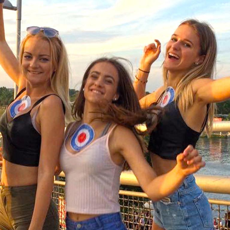 Donauinselfest: Zwischen Hotpants und Arschgeweih (Bild: Julia Ichner)