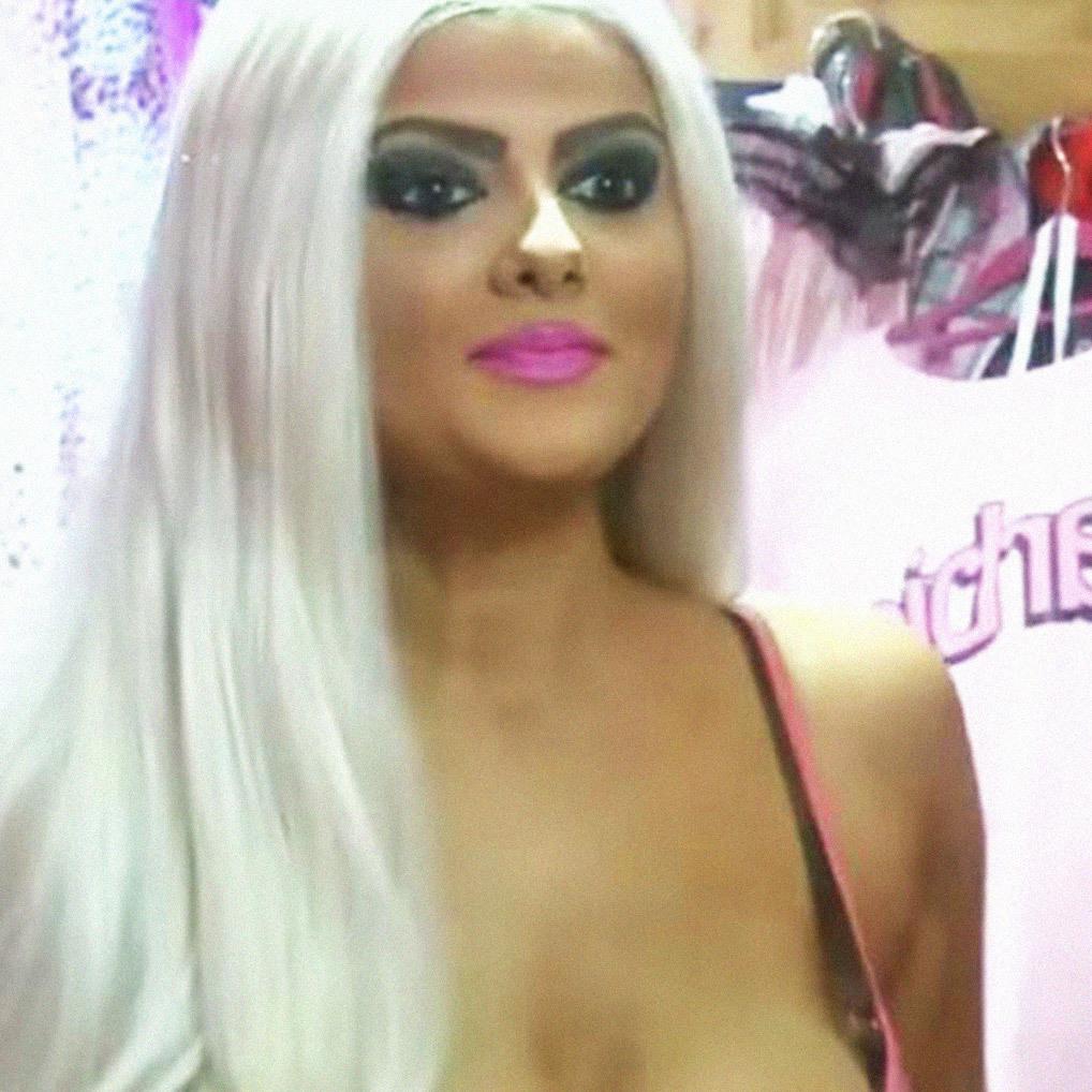 Vom Punk zur Barbie: 500 € für Selbstbräuner (Bild: youtube.com)