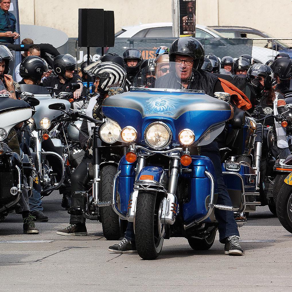 Charity-Tour: Biker geben für kranke Kinder Gas (Bild: Walter Bauer)