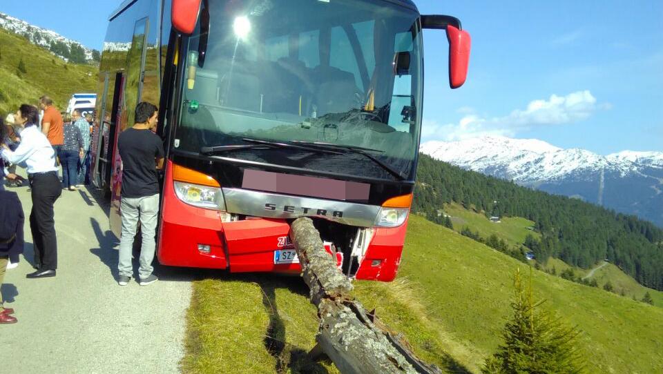 Tourist verhindert Absturz von Reisebus