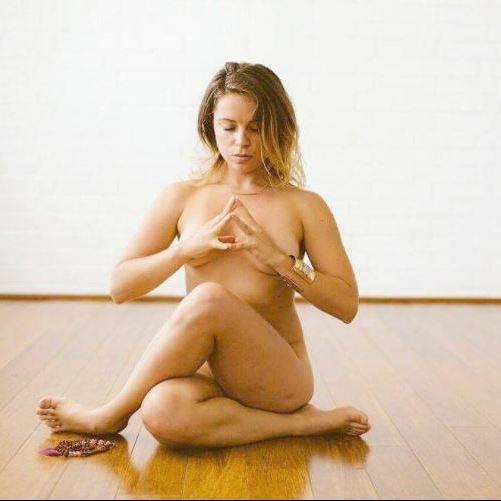 Nackt-Yoga als neuer Trend? (Bild: instagram.com)