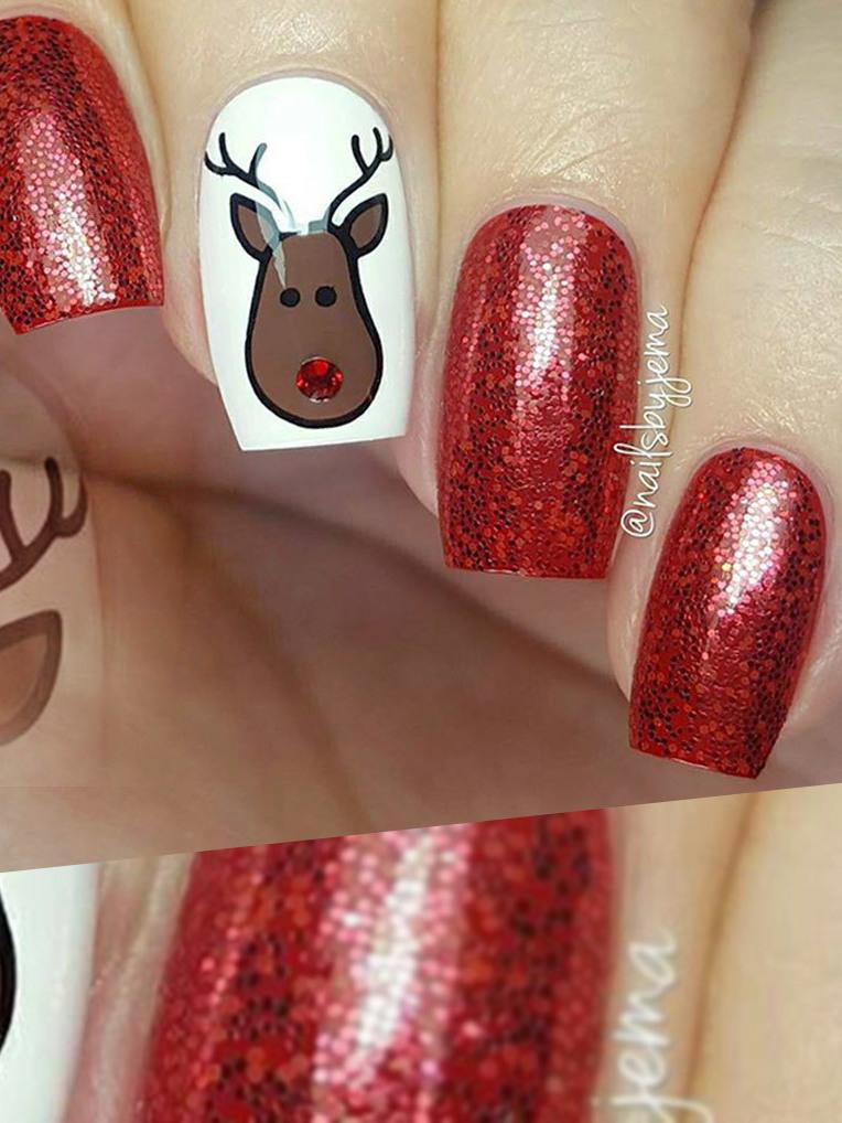 Glitzer und Glamour: Weihnachtliche Nägel im Trend (Bild: facebook.com)