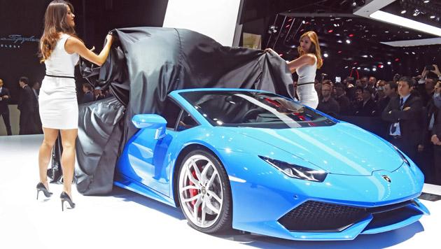 Bei Lamborghini werden die starken Autos traditionell von schönen Damen enthüllt. (Bild: APA/EPA/Uli Deck)