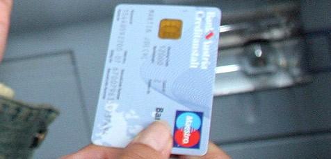 Auch die Bankomatkarte wurde gestohlen - samt Code (Bild: Martin Jöchl)