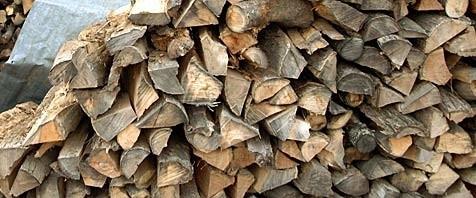 Bei Arbeiten mit Holz kommt es immer wieder zu Unfällen (Symbolbild).