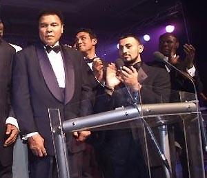 Muhammad Ali (links) wirbt für Linux (Bild: Gerhard Gradwohl)