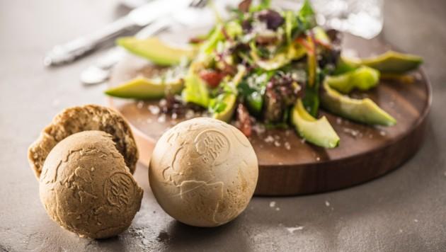 Das ballförmige Brot von Eat the Ball wird in Asten produziert.