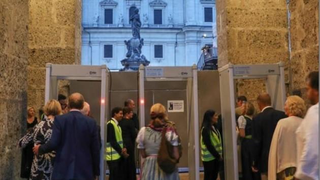 """Wie am Flughafen: Security-Check vor dem """"Jedermann"""""""