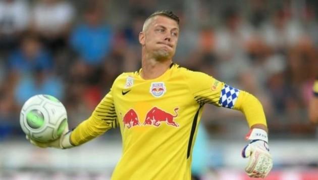 Das schmerzt: Alex Walke erlitt einen Fingerbruch! Will aber in Rumänien dabei sein. (Bild: F. Pessentheiner)