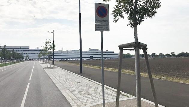 Die Wiener U2-Endstation Seestadt - ein Feld, keine Anrainer, aber Hauptsache Kurzparkzone (Bild: Privat)