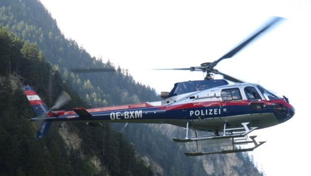 Auch aus der Luft wurde mit dem Polizeihubschrauber gesucht. (Bild: ZOOM.TIROL)