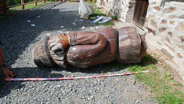 Diese 80 Kilogramm schwere Statue hat den Fünfjährigen erschlagen. (Bild: Polizei Kärnten)