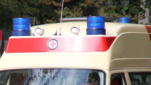 Mit der Rettung wurde der verletzte Motorradfahrer ins Spital gebracht