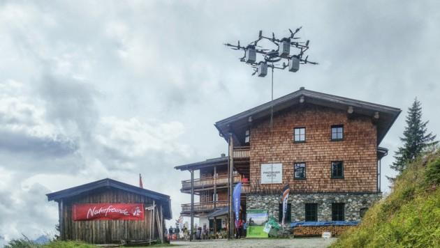 Die E-Drohne kann bis zu 100 Kilogramm transportieren. Der Akku reicht so zwölf Minuten.