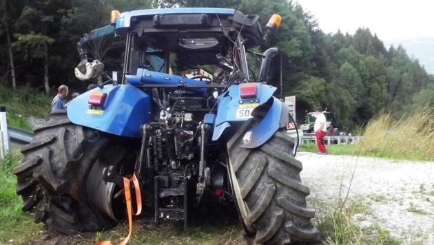 Der Traktor wurde beim Absturz massiv beschädigt