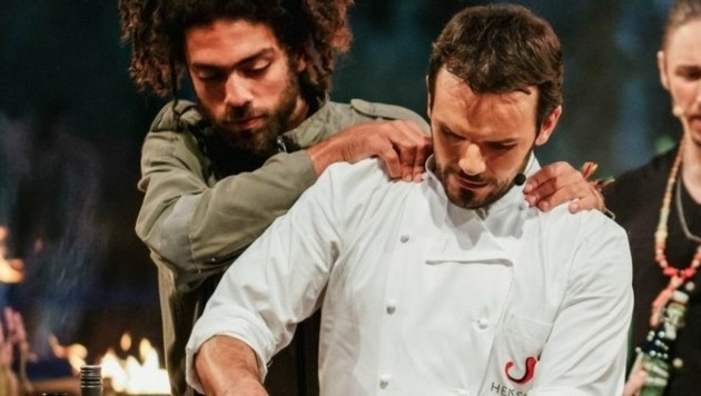 """Noah Becker beim Sommer-Special von """"Grill den Henssler"""" (Bild: MG RTL D/PA/Stefan Deutsch)"""