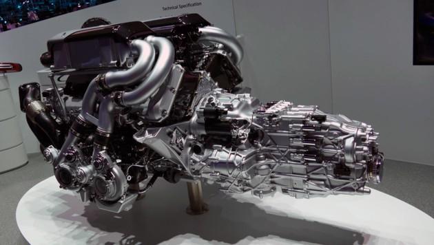 Der Motor: 1500 PS, 1600 Nm, 8 Liter Hubraum, 16 Zylinder (Bild: Stephan Schätzl)