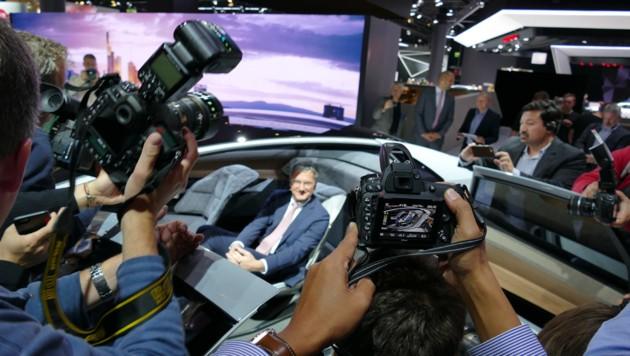 Audi-Chef Rupert Stadler lässt sich für den AICON feiern ... (Bild: Stephan Schätzl)
