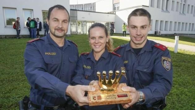 â01EGoldene Kroneâ01C für die drei Polizisten Manuel, Petra und Michael. Sie retteten die Hochzeit. (Bild: Markus Tschepp)