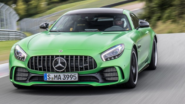 """Danach folgen 20% bergauf und eine """"blind"""" zu fahrende Mutkurve bei Vollgas. (Bild: Daimler)"""