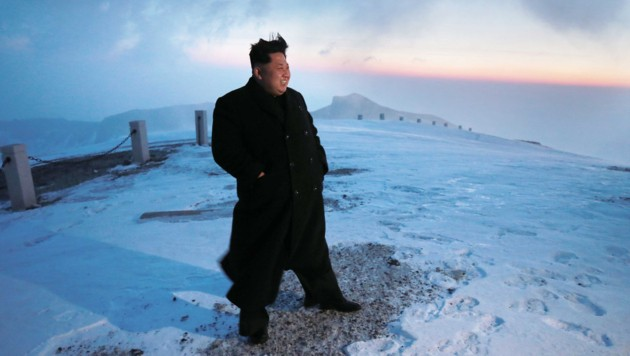 Diktator Kim Jong Un auf einem schneebedeckten Plateau im Paektu-Gebirge (Bild: AFP)