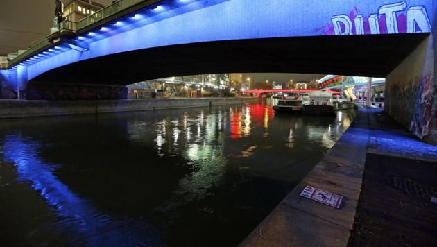 Der Wiener Donaukanal bei Nacht